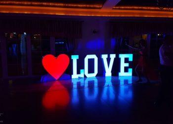 Napis-Love-z-Sercem-w-Ciechanowie-1